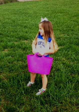 This little darling wore her UK cheerleading outfit to the hunt. Go Cats!