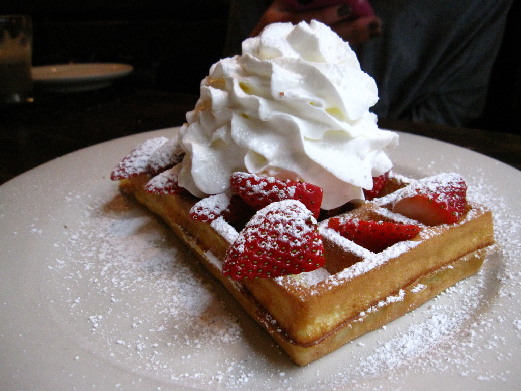waffles-with-whipped-cream-wallpaper-2